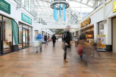 Utrecht, winkelcentrum Nova; toevoegen nieuwe functies en verhuur.